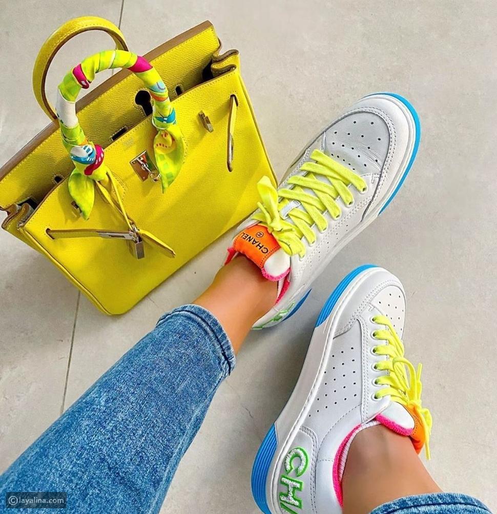 أحذية رياضية ملونة