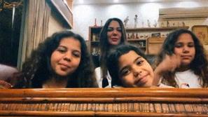ابنة عادل إمام تشعل السوشيال ميديا بظهورها الأول مع أولادها