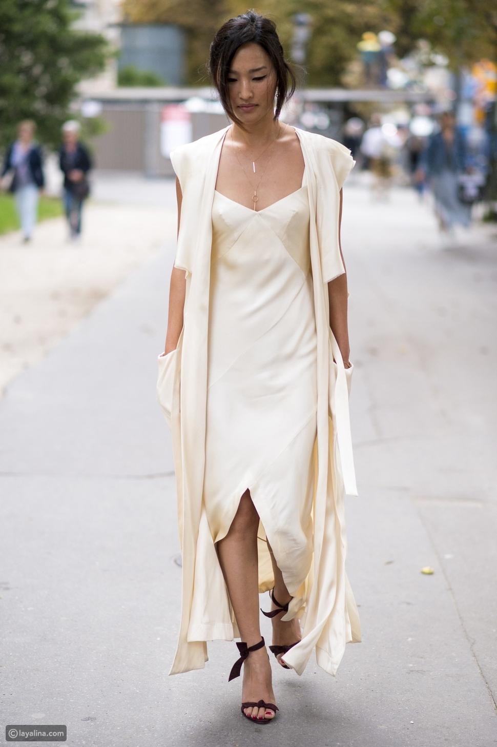 فستان ساتان باللون الأبيض