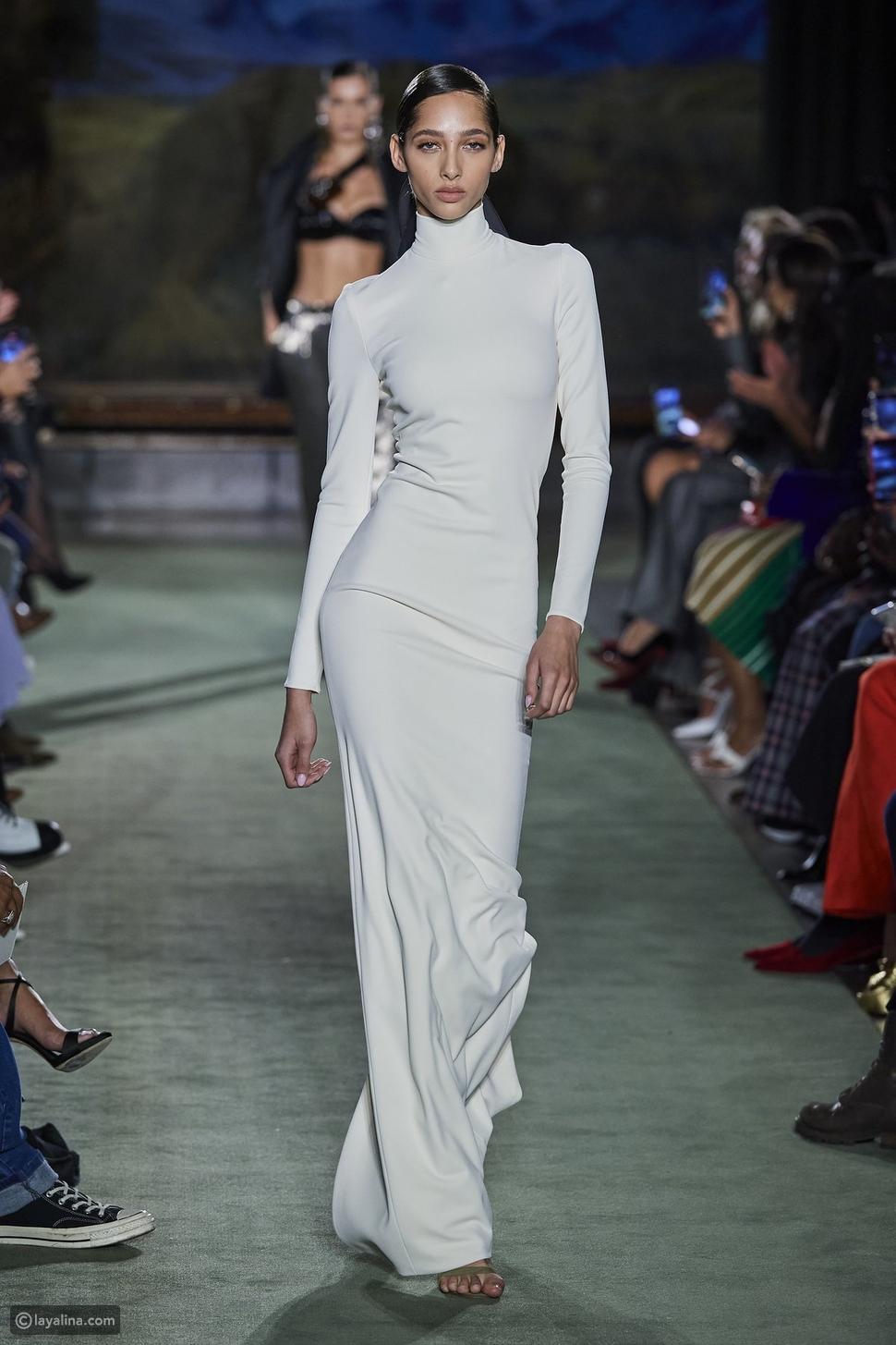 الفستان ذو الرقبة العالية هاي كولHigh-Neck Dress