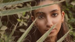 ابنة منى زكي تثير ضجة بملامحها في جلسة تصوير جديدة: أصبحت شابة جميلة