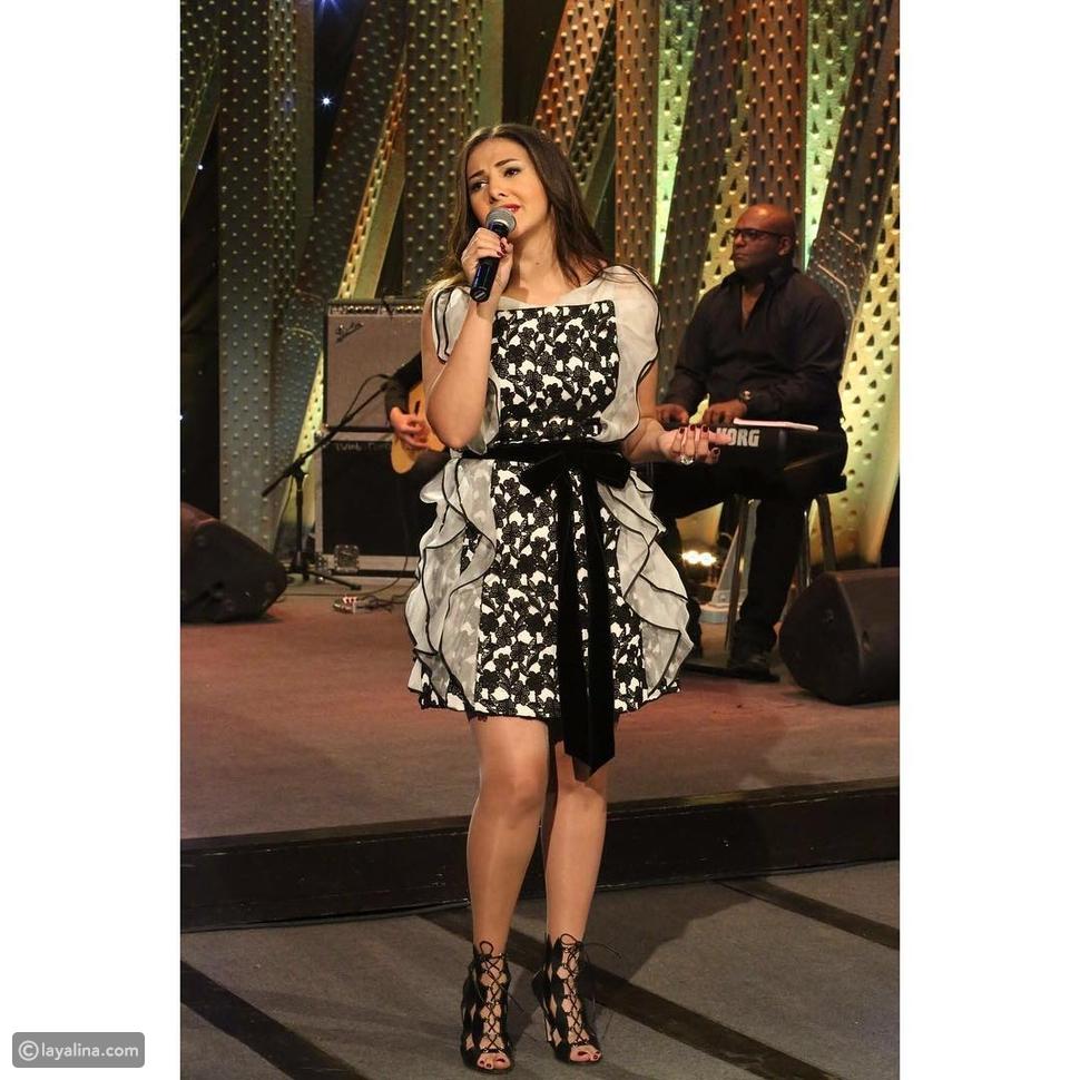 صور دنيا سمير غانم بفستان قصير في أولى حلقات Saturday Night Live بالعربي