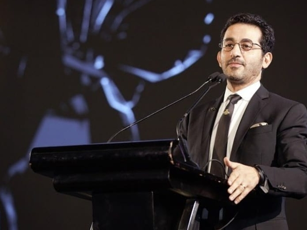 فيديو- أحمد حلمي للجمهور: إنتوا عاوزين تعرفوا اسمي ليه؟