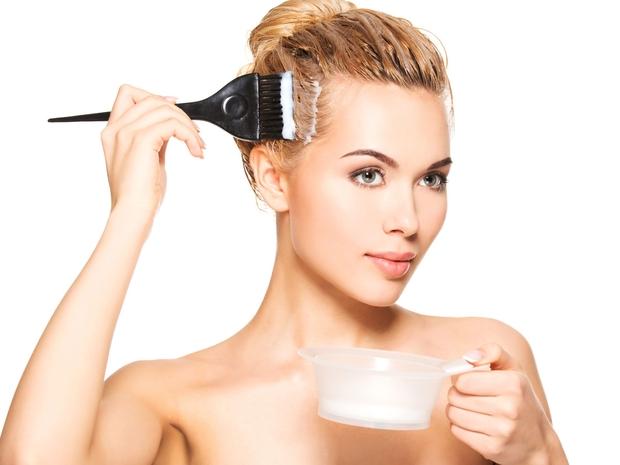 طريقة تفتيح لون الشعر بالصبغة