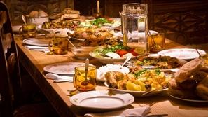 إتيكيت تقديم الطعام على المائدة في رمضان