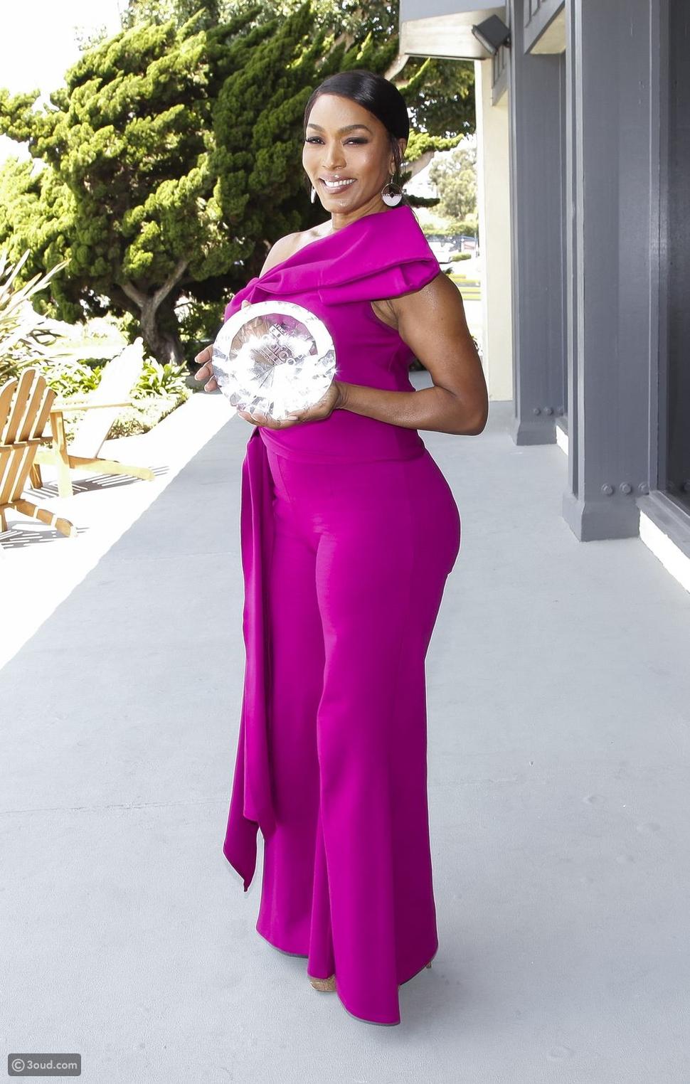 الممثلة الأمريكية Angela Bassett