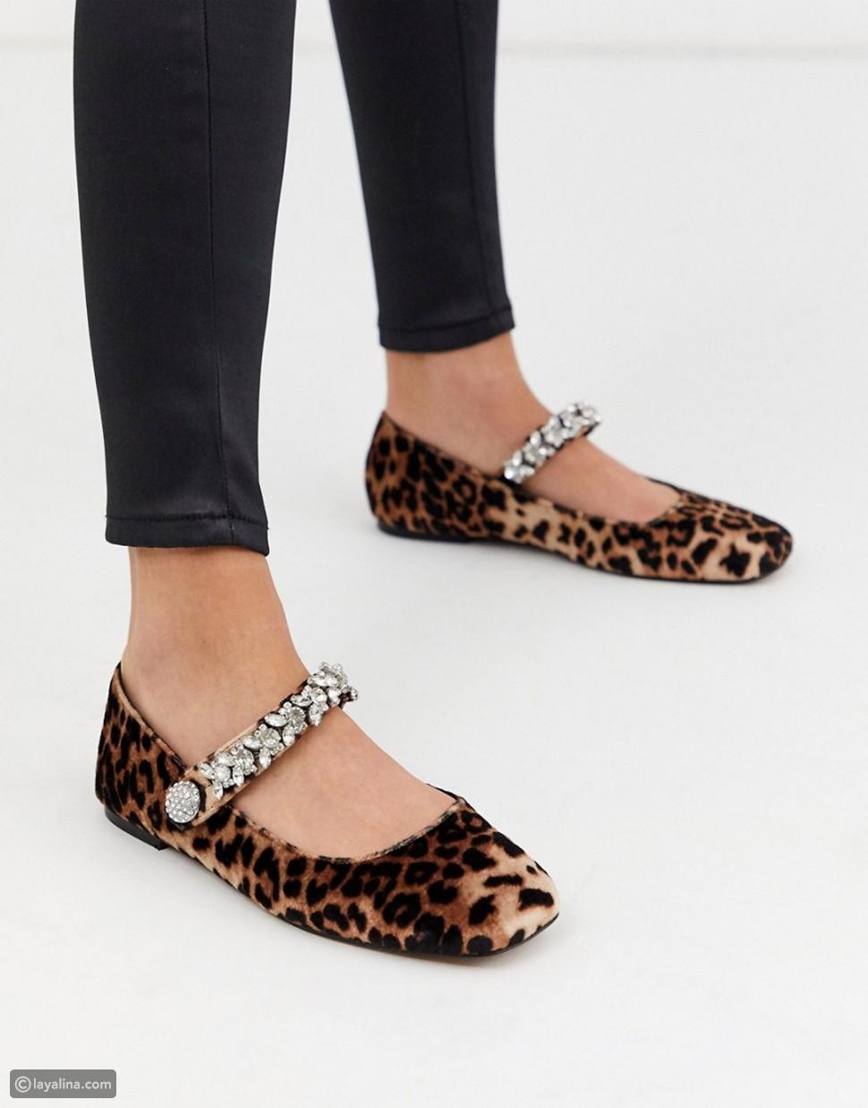 أحذية ماري جين منقوشة
