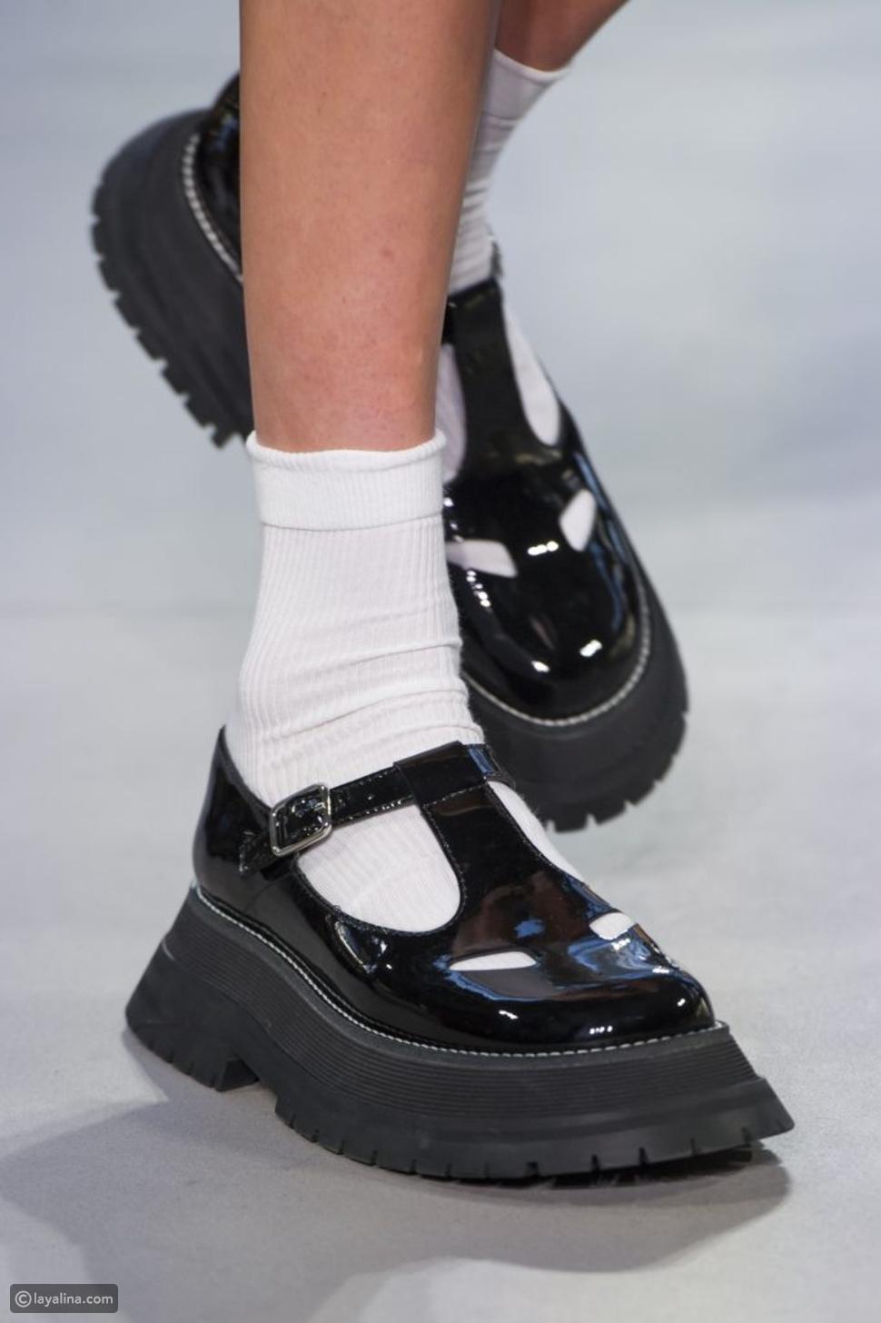 أحذية ماري جين مستوحاة من التسعينات