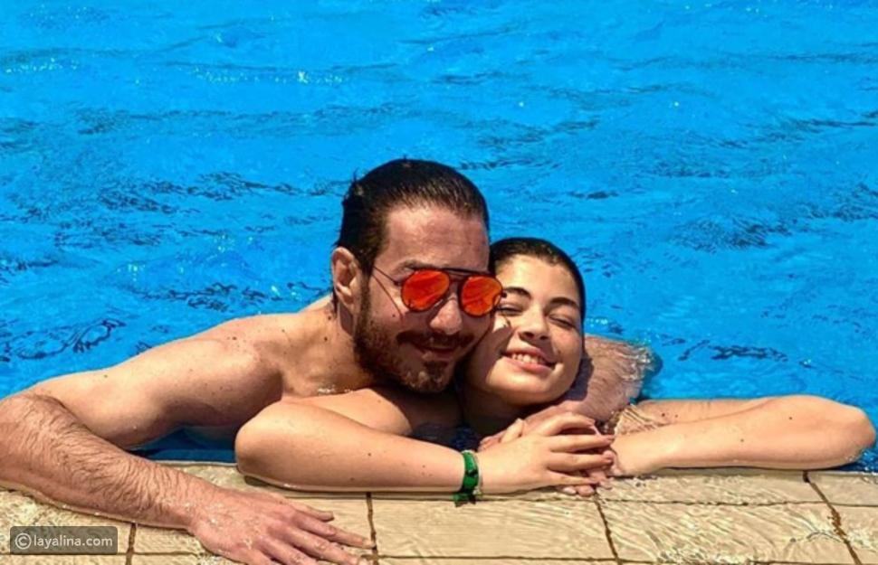 صورة أحمد زاهر وابنته التي عرضته للانتقادات