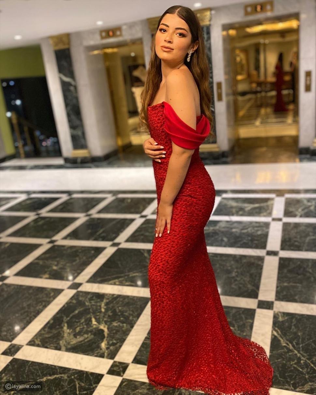 ليلى أحمد زاهر تستعرض جمالها بفستان أحمر