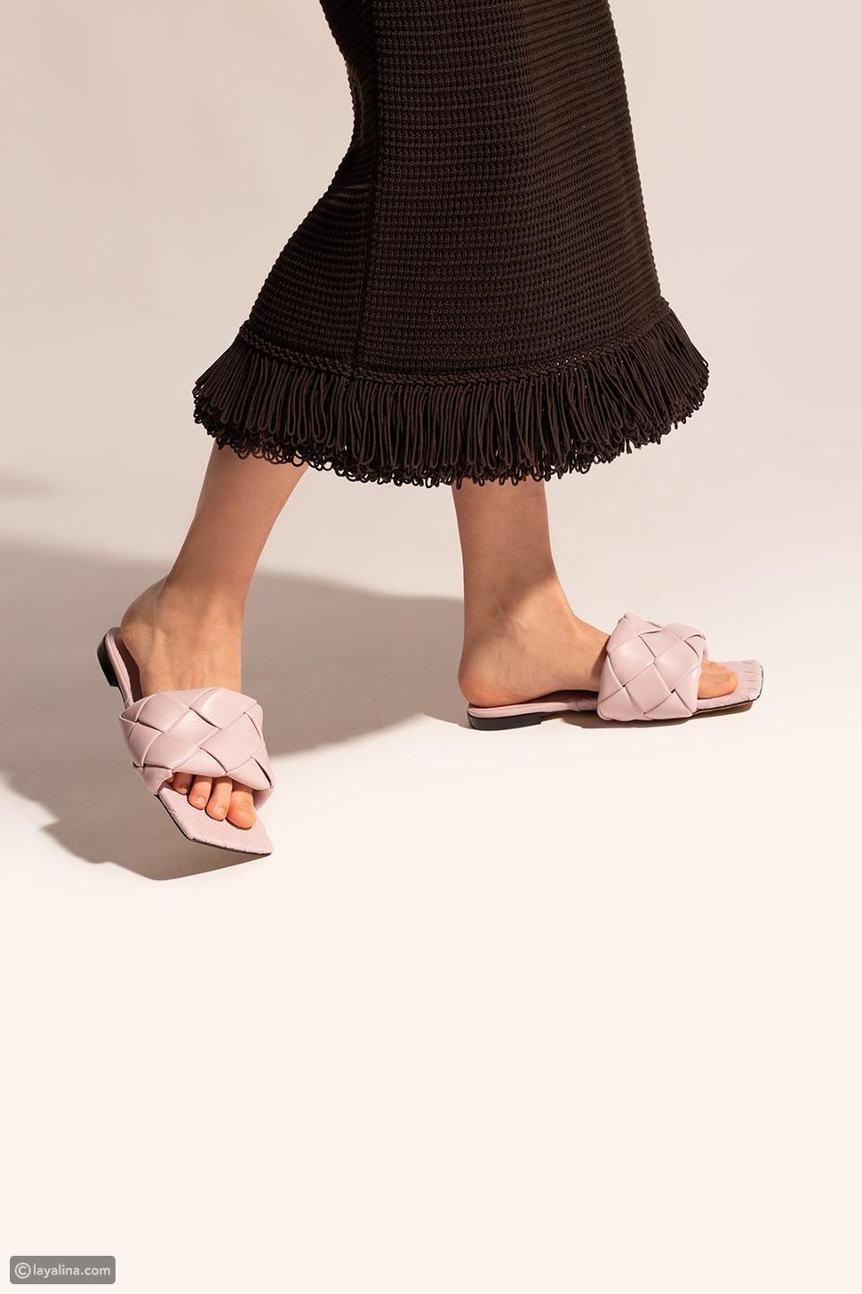صنادل بتصميم مربعSquare Toes
