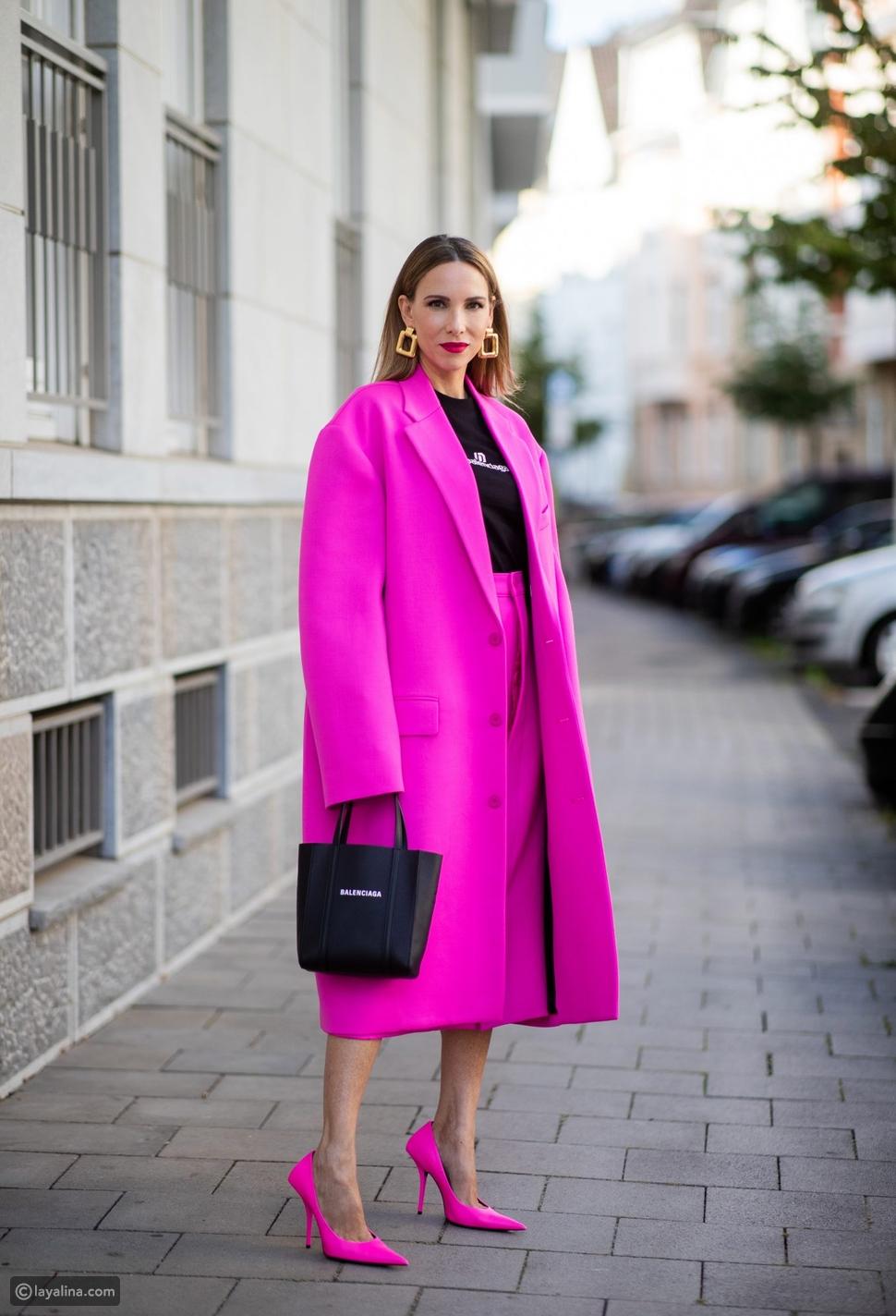 إطلالة كاملة من اللون الوردي