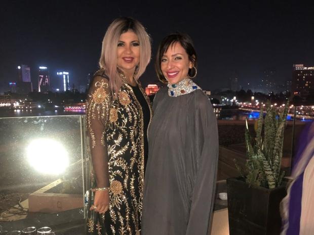 محبو ريم البارودي يطالبوها بتغير لون شعرها