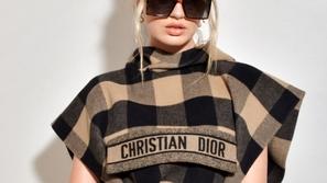 جميع المشاهير اتفقوا على هذا الاتجاه في عرض أزياء Dior