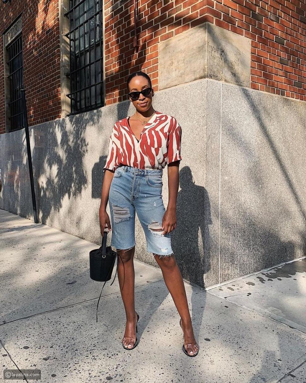 شورت جينز مع قميص ملون