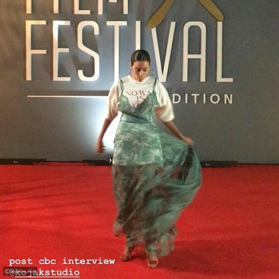 سارة عبد الرحمن تثير الجدل بإطلالتها الغريبة في مهرجان الجونة