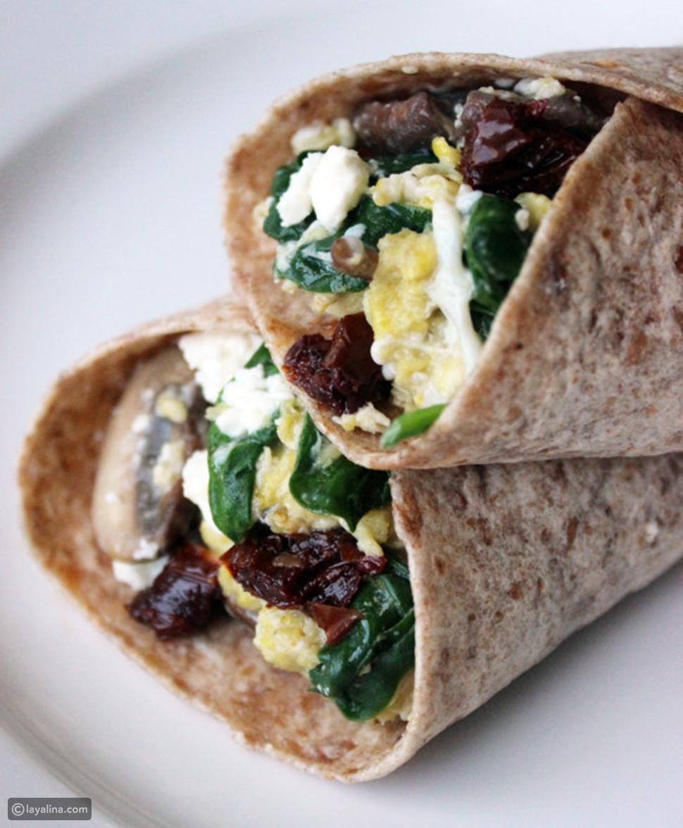 البيض والسبانخ بخبز التورتيلا