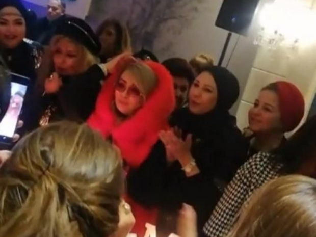 صورة مسربة من حفل عيد ميلاد شهيرة تثير الانتقادات ضدها بسبب ما ارتدته