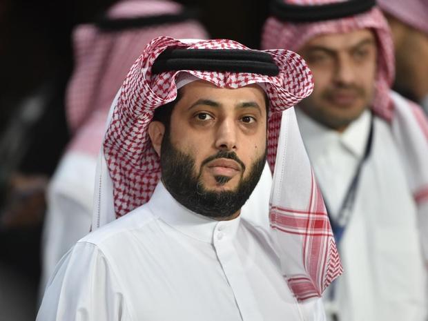 تركي آل الشيخ يحقق في استضافة هذا الفنان لإحياء حفل بالسعودية: والسبب!