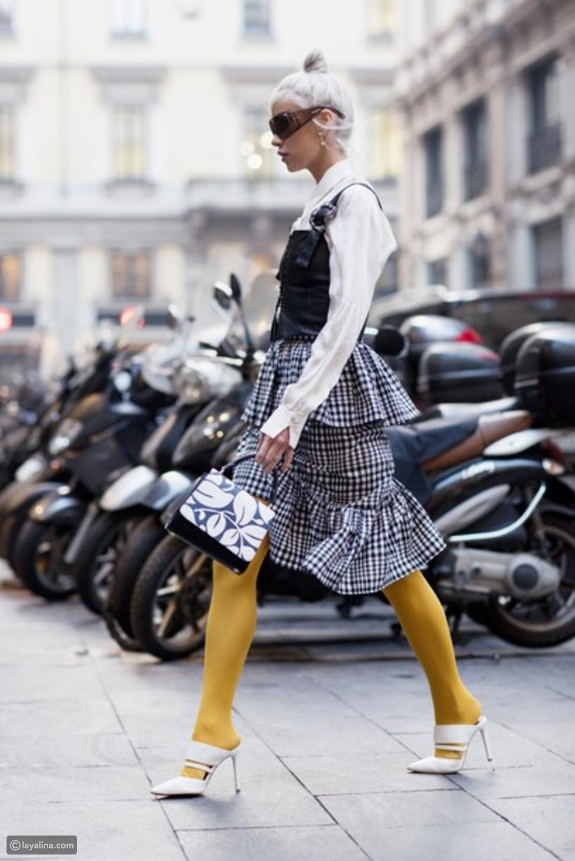جوارب باللون الأصفر