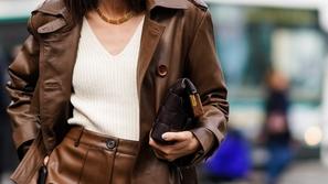 كم من الوقت يعيش فيروس كورونا على الملابس وكيف تتعاملين مع ملابسك ؟