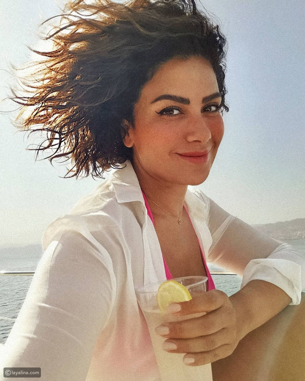 صبا مبارك تخطف قلوب محبيها بإطلالة بحرية جذابة