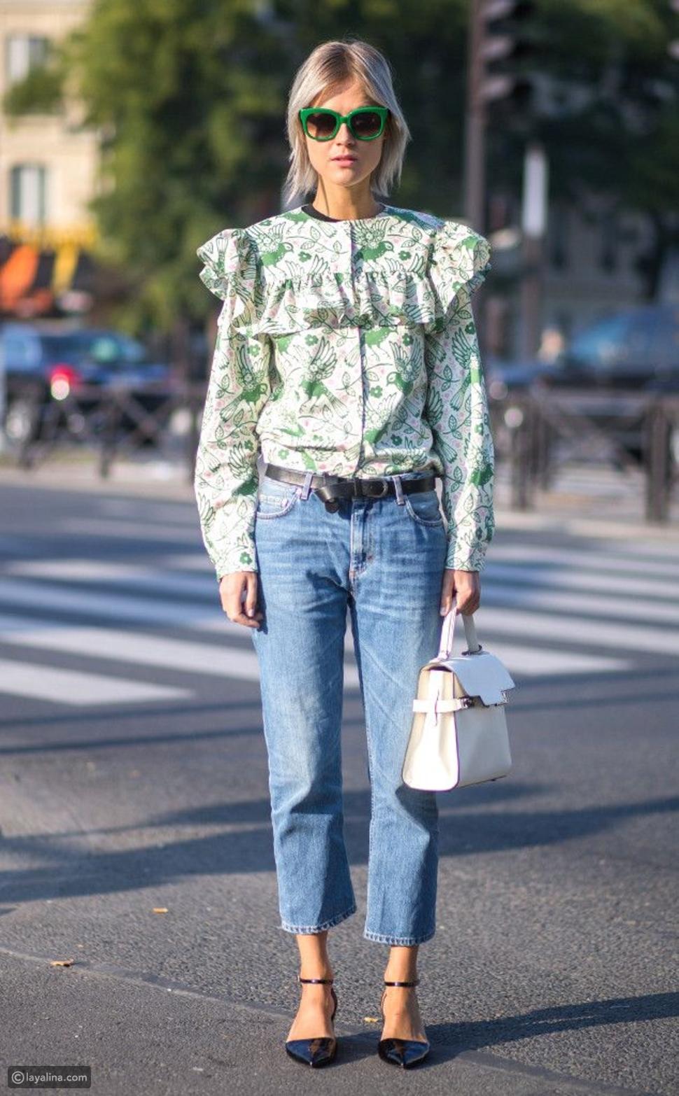 بنطلون جينز مع قميص مستوحة من الثمانينات