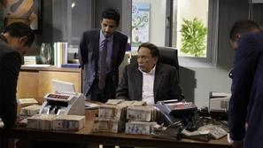 مشهد للزعيم في «فلانتينو» يدخل رامي إمام وحمدي الميرغني في نوبة ضحك
