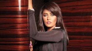 السعودية وعد تعترف بتلقيها تعليقات عنصرية بسبب اختلاف ملامحها عن أمها