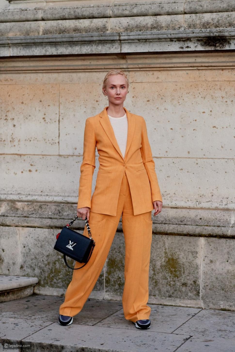 بدلة بنطلون باللون البرتقالي الأنيق