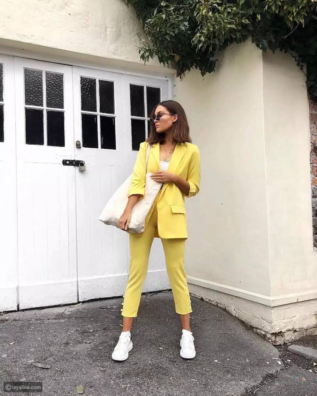 بدلة بألوان الأصفر الباستيل