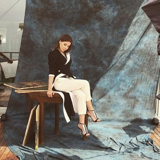 صور نانسي عجرم بإطلالة مكررة من ألكسندر ماكوين، أيها أحببتم أكثر؟