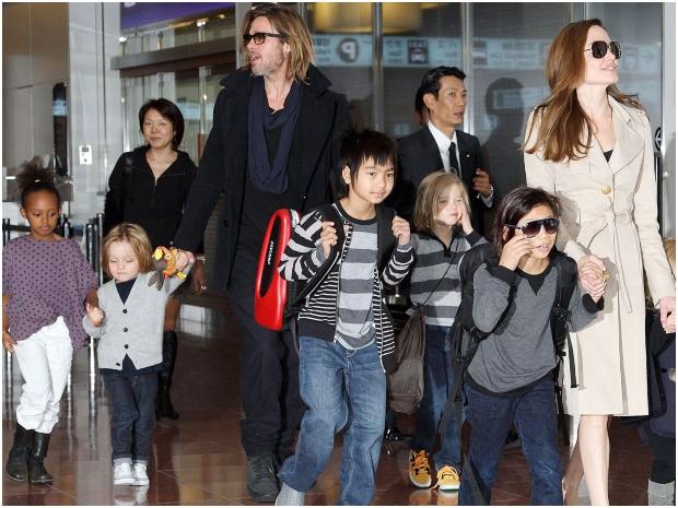 أنجلينا جولي وبراد بيت يتفقان على حضانة مشتركة لأطفالهما الستة