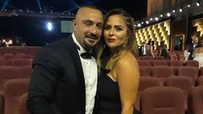 شاهدوا مفاجأة أحمد السقا لزوجته بعد عودتهما التي أربكت الاستوديو!