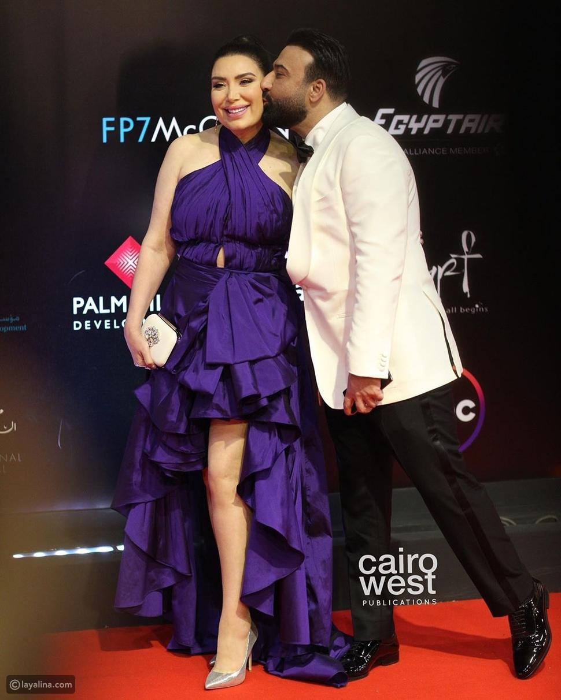 قبلات عبير صبري وزوجها تشعل ختام مهرجان القاهرة السينمائي