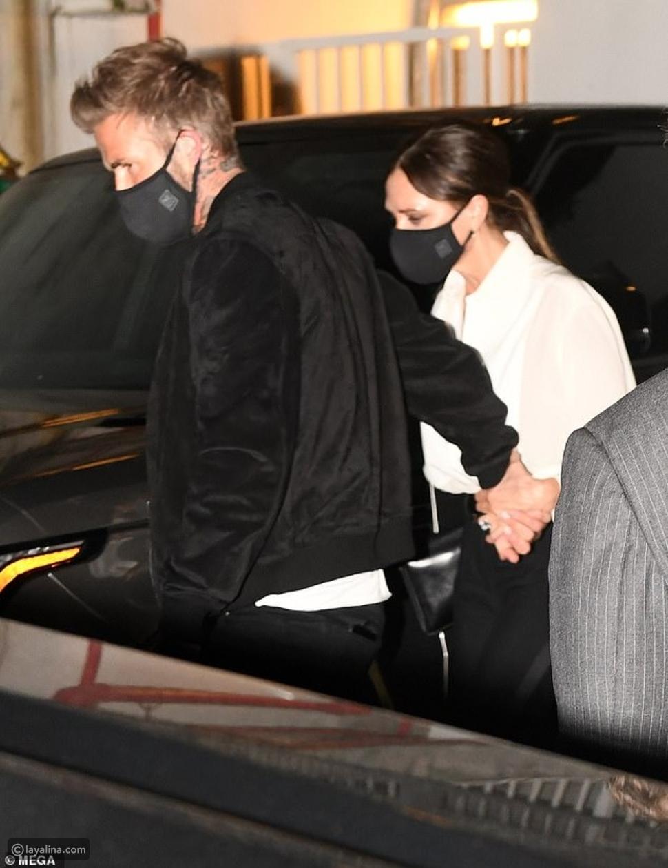 ديفيد بيكهام وزوجته فيكتوريا في عشاء رومانسي مع الإلتزام بالكمامة