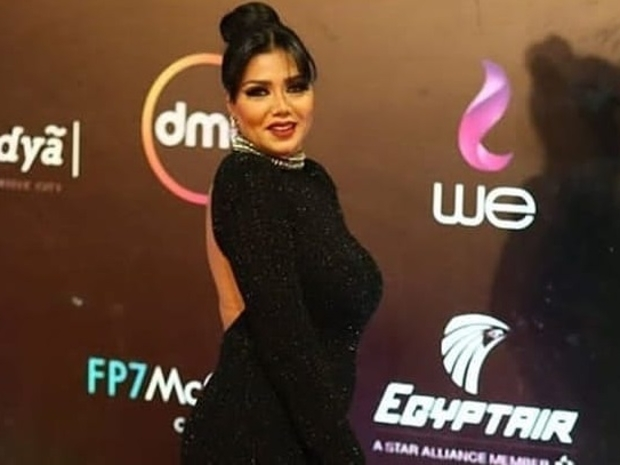 إطلالة غير متوقعة لرانيا يوسف في مهرجان القاهرة السينمائي!