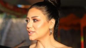 رانيا يوسف تتجاهل الانتقادات وتستعرض أنوثتها في صور جريئة على البحر