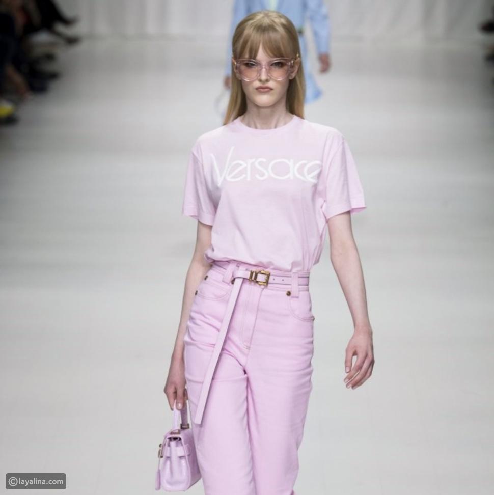تيشيرت فيرساتشي باللون الوردي مجموعة ربيع 2018