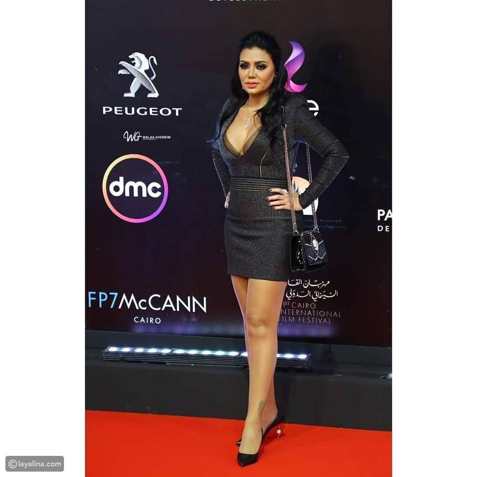 رانيا يوسف بفستان قصير ومكشوف في ثانِي أيام مهرجان القاهرة