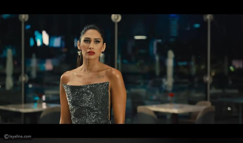 إنجي كيوان بفستان أنيق من Maison Yeya في إعلان عمرو دياب الجديد