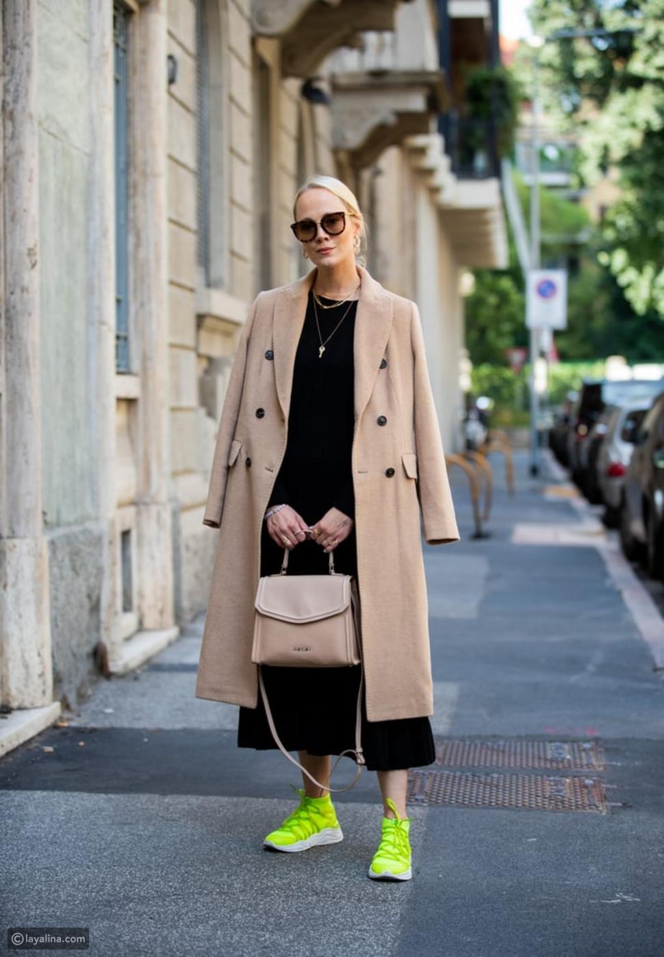 حذاء جينز باللون النيون