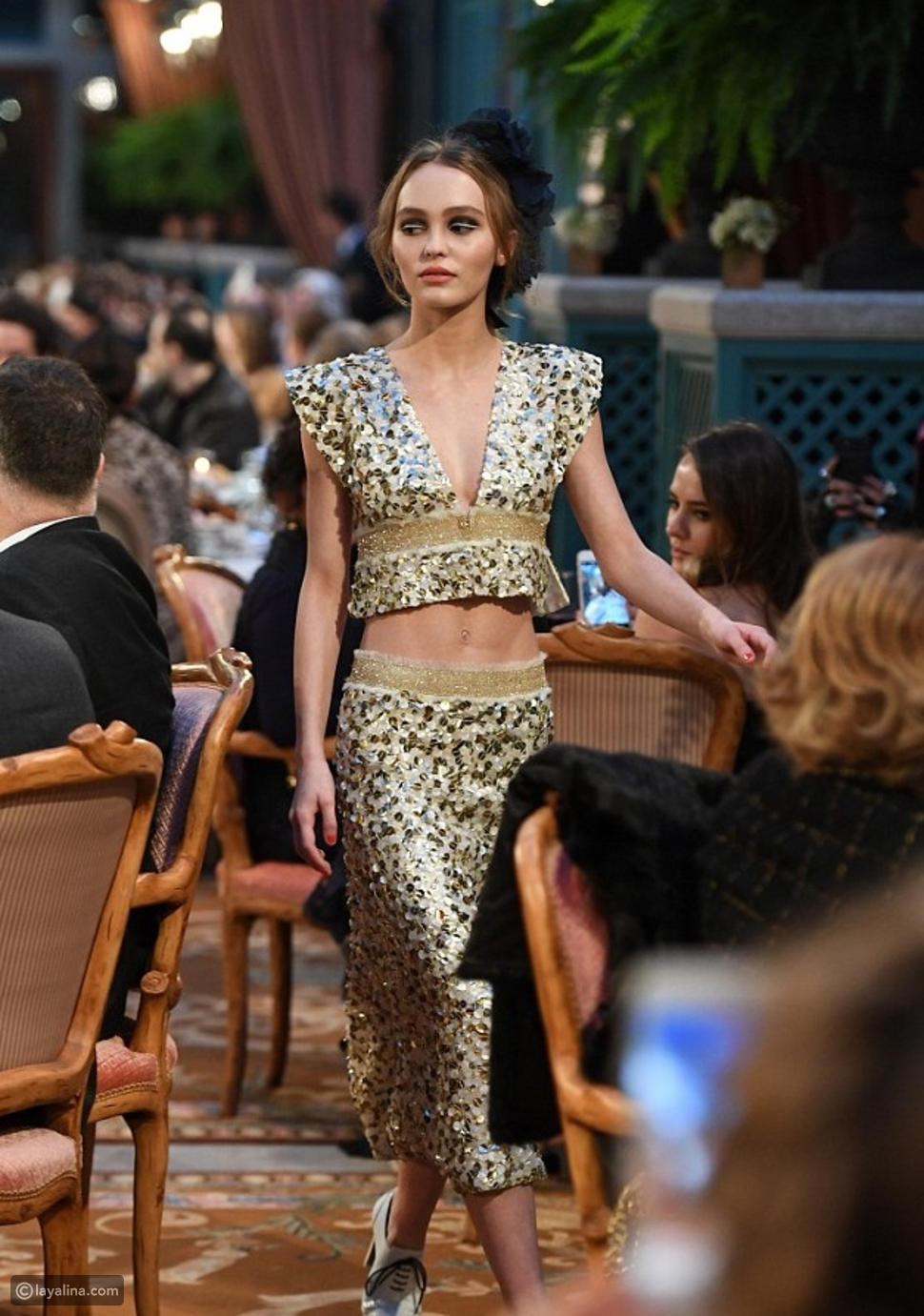 Lily Rose Depp على منصة عرض Chanel