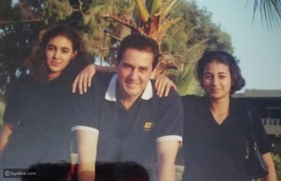 ياسمين صبري مع شقيقتها ووالدهما