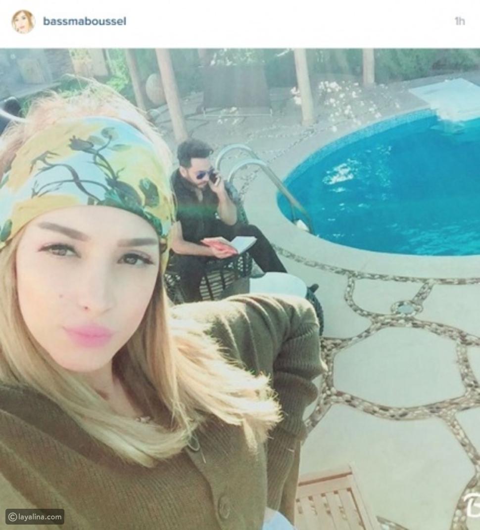 """بسمة بوسيل تفاجئ زوجها تامر حسني بصورة """"سيلفي"""" غير متوقعة من أمام حوض السباحة!"""