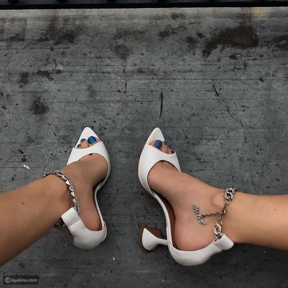 ضعي دائماً طلاء أظاقر ملون مع الأحذية البيضاء