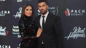 فيديو محمد سامي يحرج زوجته مي عمر أمام الكاميرات في مهرجان نجم العرب