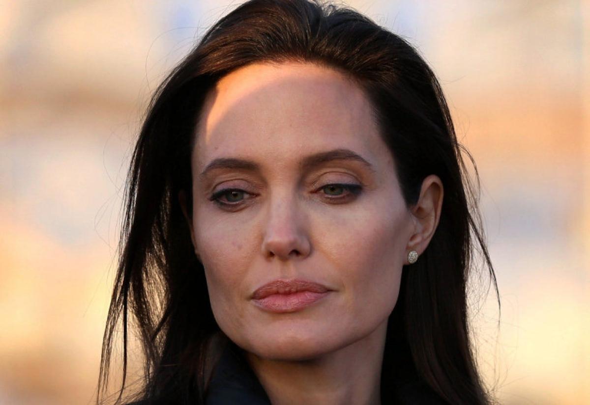 نصائح من أنجلينا جولي لبشرة صافية ونضرة