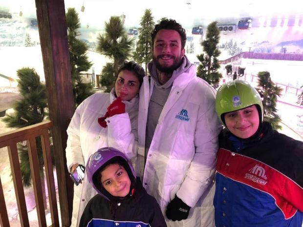 أحمد الفيشاوي وزوجته وأبناؤها