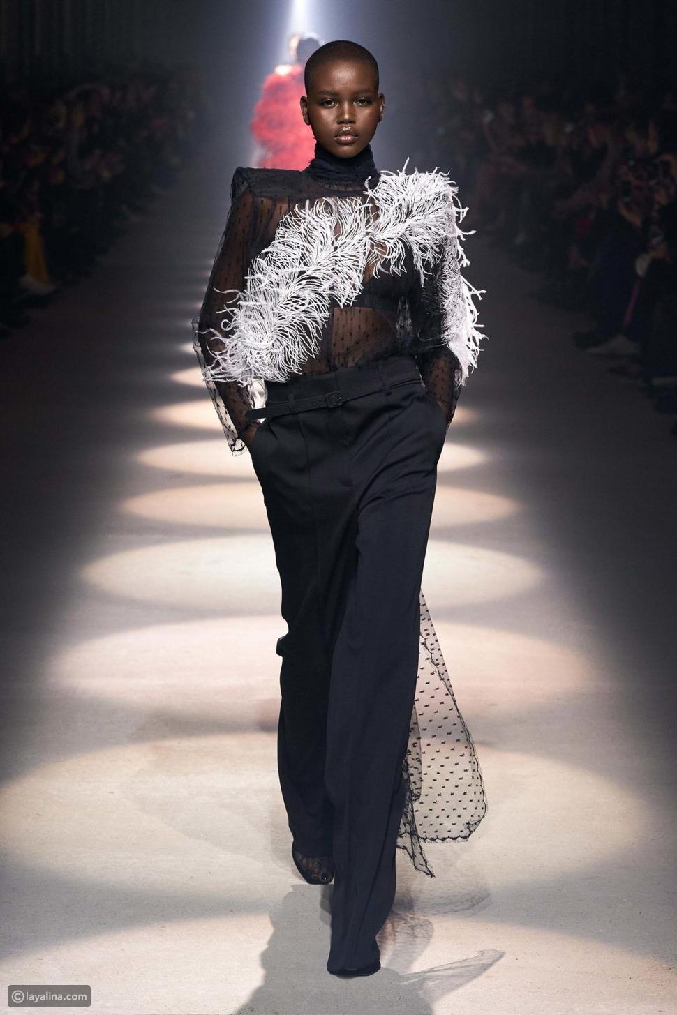 زينة الريش لأزياء العمل